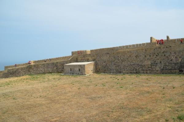 Загадочная цитадель и крупнейшие крепостные сооружения древнего города Дербент
