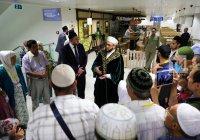 Муфтий Татарстана проводит первую группу паломников в Хадж