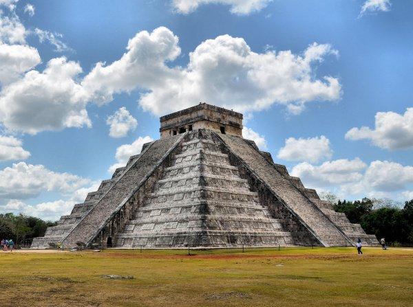 Предполагается, что в 9 веке в центральном регионе майя случился большой политический кризис