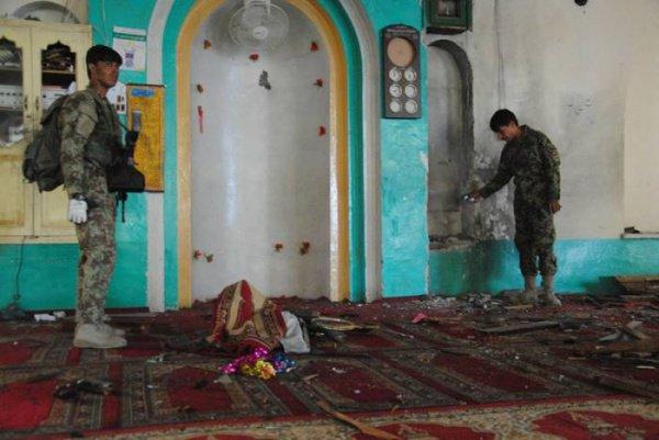 Жертвами теракта в мечети стали 25 человек.