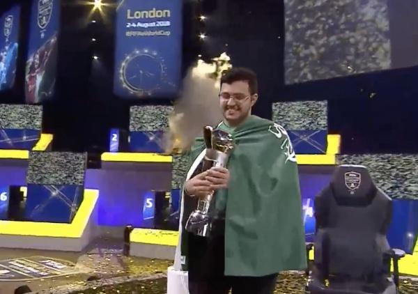 Моссад Альдосари с Кубком Чемпиона.