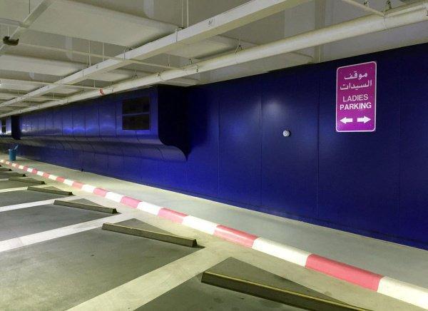 Дамские парковки появились в эмирате Абу-Даби.