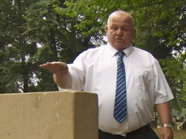 Дважды в год мистер Солт приходил на могилу своей дочери