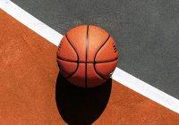 Баскетболист из США забросил мяч с летящего самолета (ВИДЕО)