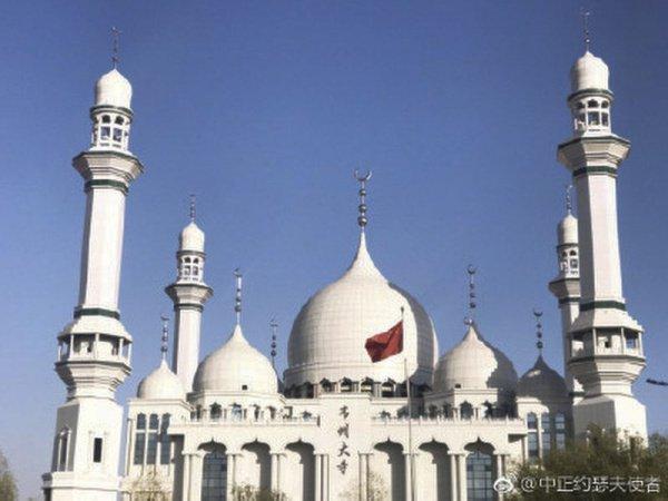 Мечеть построена в необычном для Китая стиле.