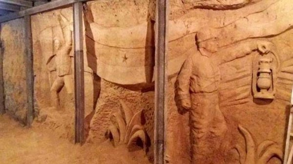 Сцены гражданской войны в бывших тоннелях ИГИЛ.