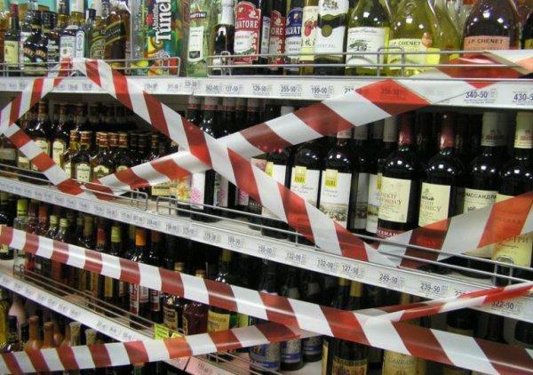 Политик попросил ввести запрет на продажу алкоголя после 21:00, а в точках общепита – после 22:00