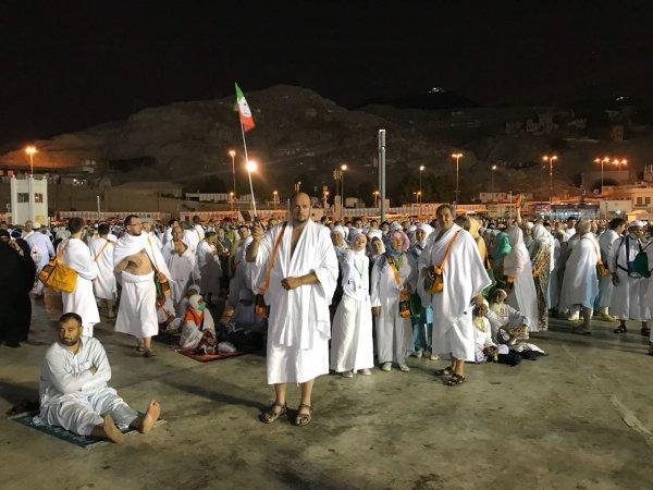 Накануне вечером на нескольких автобусах татарстанские мусульмане добрались в Мекку из Медины