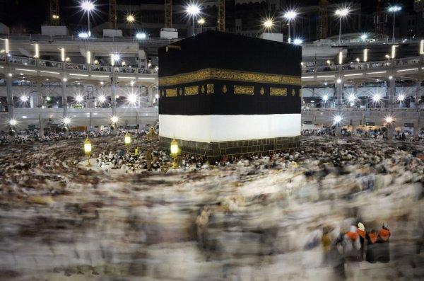 В эти дни для верующих организуются экскурсии по святым местам, например, в Заповедную мечеть