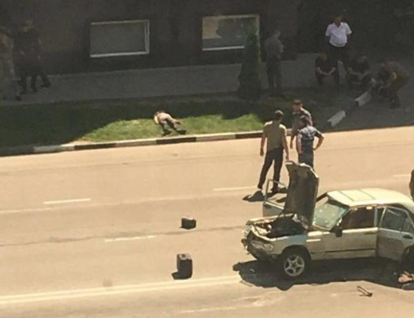 По последней информации, после серии из 4 атак один сотрудник МВД РФ по ЧР погиб и еще несколько пострадали