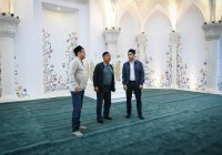 Первую молитву провели в новой мечети на Кремлевской набережной в Казани