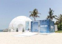 Женский пляж Дубая охлаждают при помощи горы льда