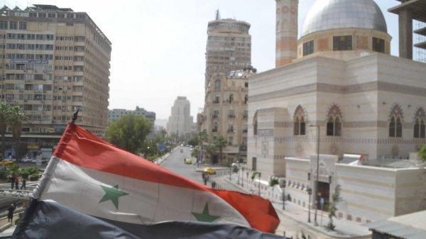 После завершения молитвы Асад пообщался с мусульманами