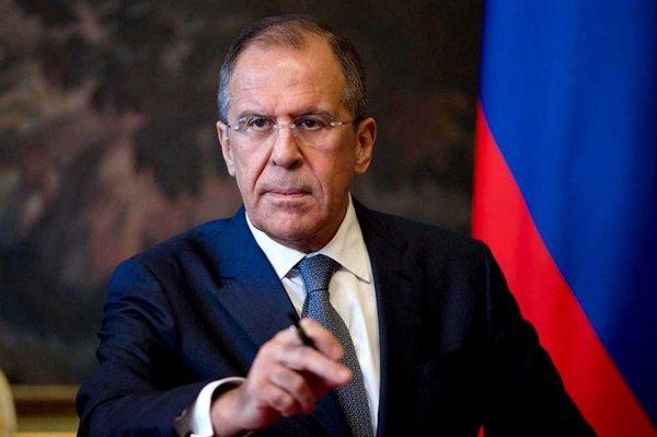 «Должны быть выведены в конечном итоге все иностранные силы, которые там находятся без приглашения сирийского правительства», — пояснил Лавров