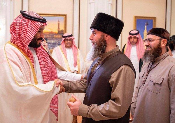 Сегодня после посещения Мечети Пророка в Медине чеченская делегация вылетела домой