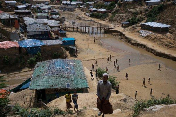 По информации ООН, сейчас в Бангладеш находится свыше 960 тыс. рохинья