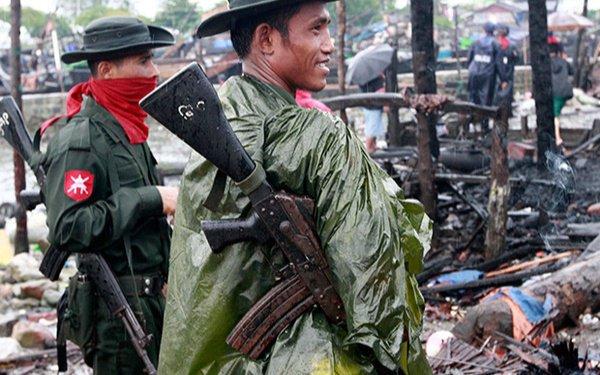 Мьянманские военные в штате Ракхайн.