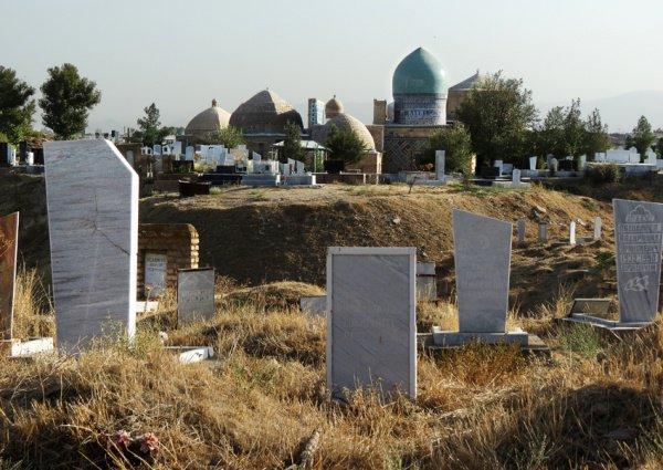 В Таджикистане прописали допустимый размер могил.