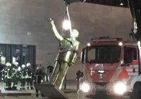 В Германии снесли статую Эрдогана