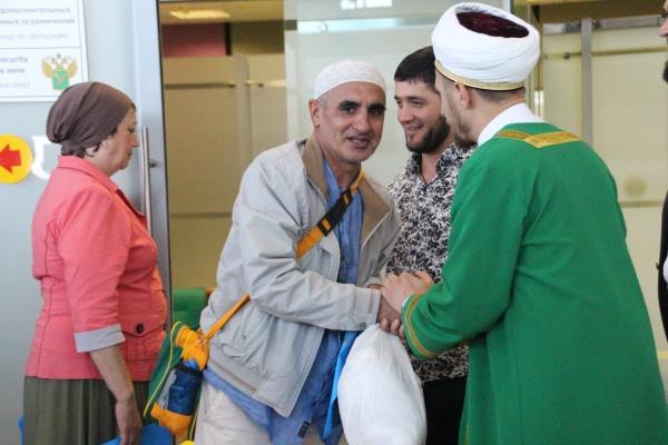 В Казанском аэропорту встретили первую группу хаджиев