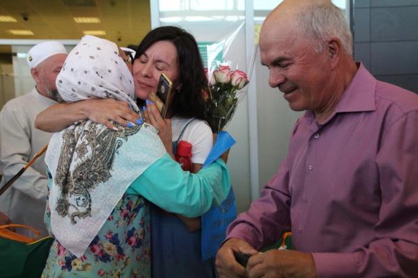 В Казань вернулась первая группа хаджиев (ФОТО)