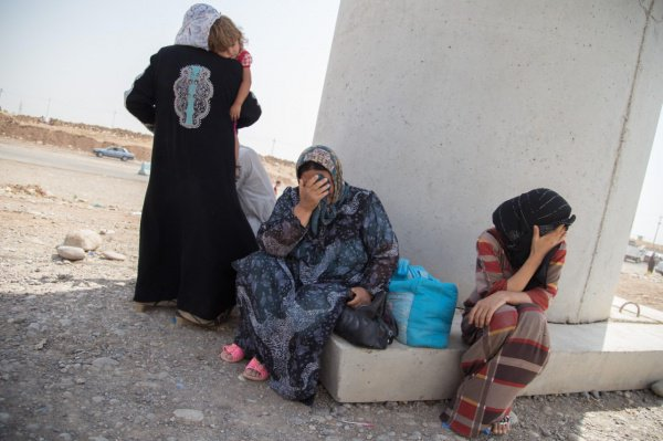 Российские вдовы ИГИЛ хотят на родину.