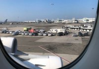 В аэропорту Нью-Йорка из-за неизвестной болезни изолировали самолет из ОАЭ