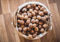 Мужчина из Индии расколол рекордное число орехов (ВИДЕО)