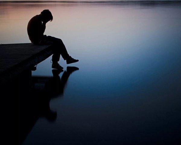 Например, одиночество может стать причиной возникновения депрессии или иных аффективных расстройств