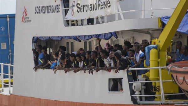 На борту каждого из судов находились десятки людей из таких стран, как Мали, Судан, Нигерия, Гана, Камерун, Ливия, Египет и Алжир