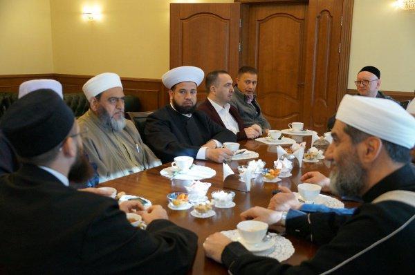 Муфтий Татарстана встретился с зарубежными исламскими учеными