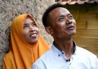 В Индонезии женщинам официально запретили обедать с мужчинами