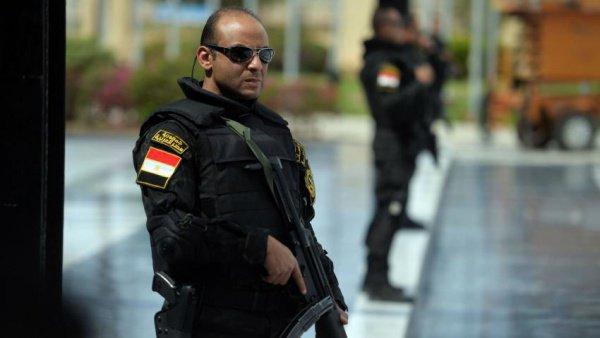 Египетским полицейский напомнили о недопустимости бороды.