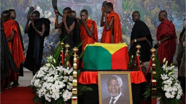 Проститься с Кофи Аннаном пришли тысячи граждан.