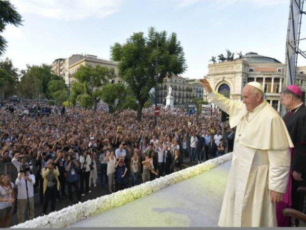 Послушать проповедь Папы Римского пришли 80 тысяч человек.