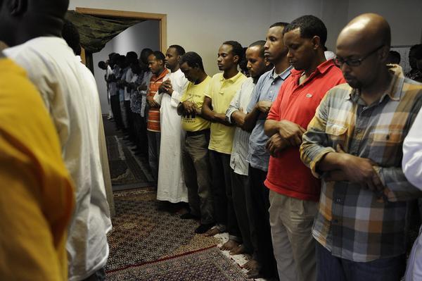 Работодатель уволил мусульман за желание совершать намаз.
