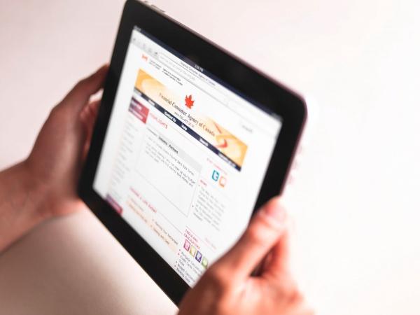 39% респондентов читают новости в социальных сетях, а 38% — в СМИ