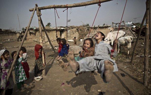 Дети афганских мигрантов в Пакистане.
