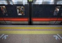 В Китае в метро спасли 3-летнюю девочку, которая упала под поезд (ВИДЕО)