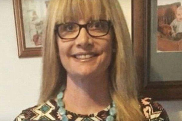 При этом Смит регулярно размещала посты в Facebook с просьбой отправить ей средства на лечение