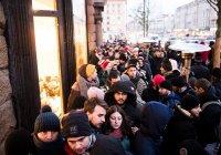 Место в очереди за iPhone продают в Москве за 250 тыс. рублей