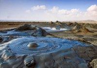 Второй по величине грязевой вулкан проснулся в Баку (ВИДЕО)