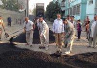 СМИ: имамов Таджикистана вывели на укладку асфальта