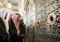 Король Салман совершил намаз в мечети Пророка в Медине