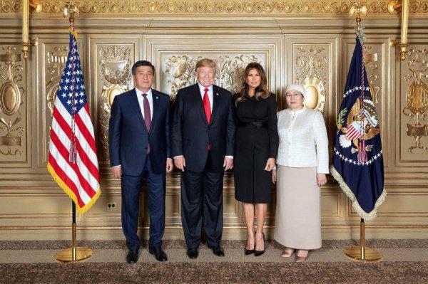 Фото со встречи лидеров США и Киргизии.