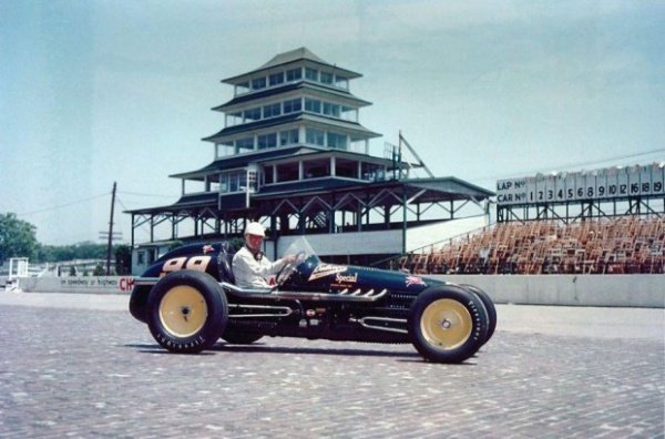 Гоночный автомобиль No. 99 Belanger Special является легендой Индианаполиса