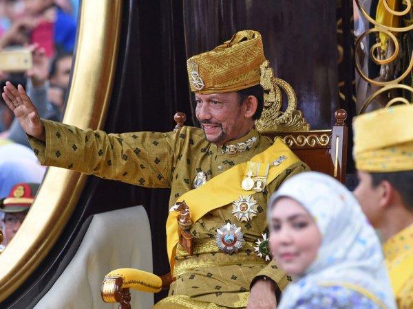 Султан Брунея Хассанал Болкиах.