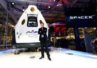 Tesla отправит фото клиентов в глубокий космос