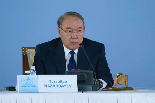 Нурсултан Назарбаев на съезде.