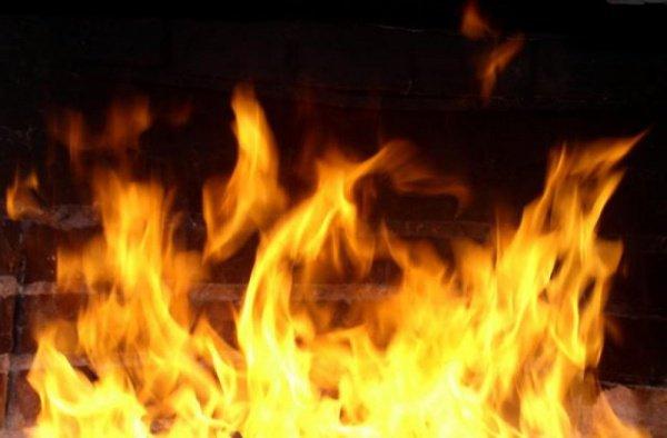 26-летняя женщина заметила пожар первой и сразу же вывела на улицу своих родных, а затем помогла спастись другим жильцам